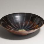 2011 黒釉線紋灰振飴釉鉢 10×40×40