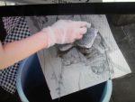 シリコーンは落ちません。描画部が消えた所へインクがのる。